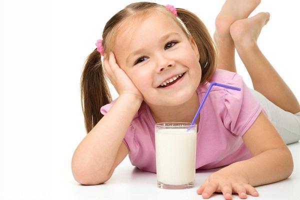 چرا نوشیدن شیر برای کودکان توصیه می شود؟